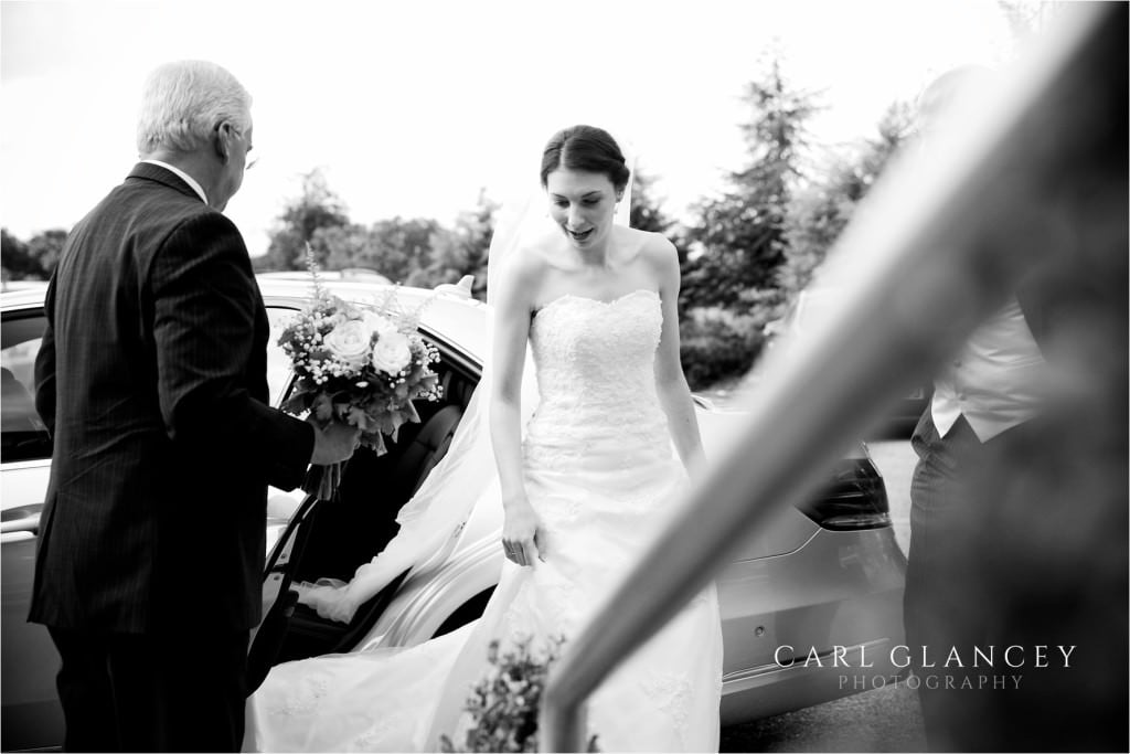 bride and father arrive